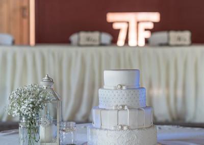 wedding cake at Seven T Farms outdoor st louis area wedding venue in sullivan missouri