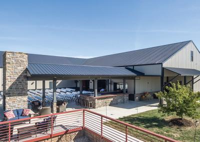 building at Seven T Farms outdoor st louis area wedding venue in sullivan missouri