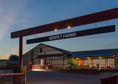 exterior building at Seven T Farms outdoor st louis area wedding venue in sullivan missouri